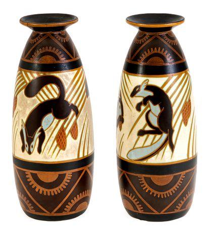 Charles CATTEAU (1880-1966) Paire de vases...