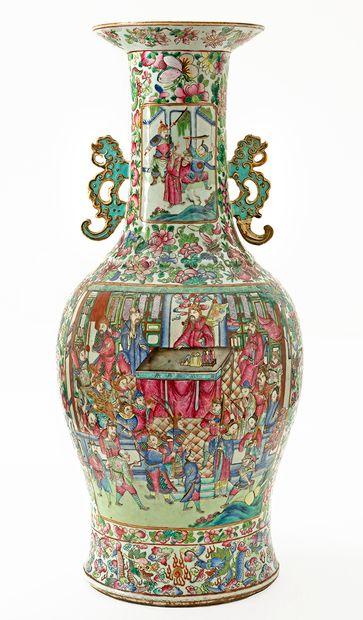 Chine, XIXe siècle Important vase en porcelaine...