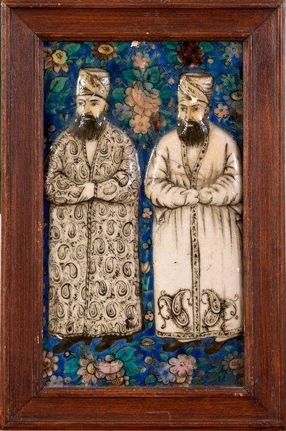 Fragment de carreau aux dignitaires Qajar Iran, Art qâjar, vers 1850 Fragment de...