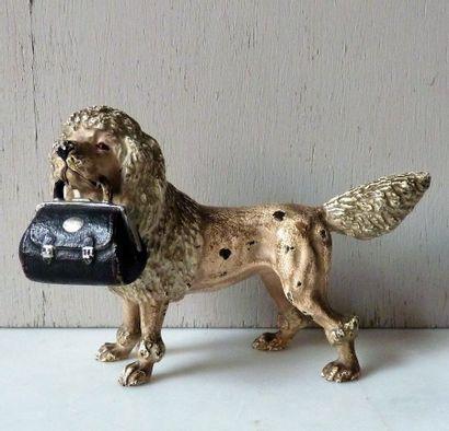 Caniche portant une sacoche Bronze peint...
