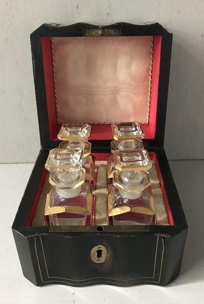 Petit coffret à parfums de style Napoléon...