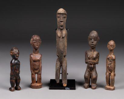 Ensemble de 5 statuettes Bois, ancienne...