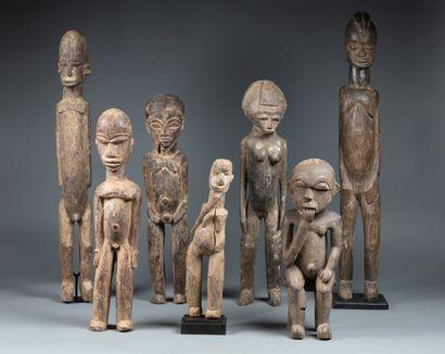 Bel ensemble de 7 statuettes et statues Bois,...