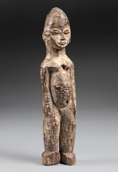 Statuette présentant une jeune femme nue...