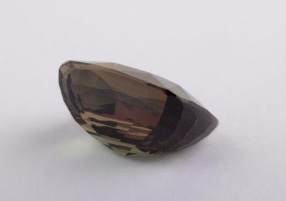 Alexandrite naturelle de 3 ct., taille coussin brillant modifié, présentant un fort...