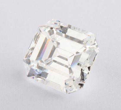 Remarquable diamant de 5,15 ct., couleur D, pureté VVS2, taille émeraude. Si l'on...