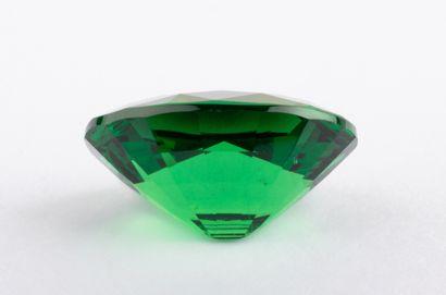 Grenat tsavorite naturel de 2,23 ct. taille ovale mixte, vert vif, profond et intense....
