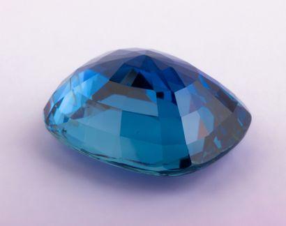 Saphir birman naturel de 8,18 ct. de forme coussin antique d'un bleu présentant...