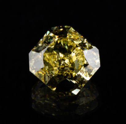 Diamant naturel jaune intense (Fancy Intense...