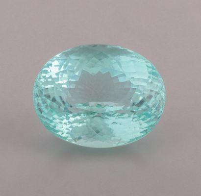 Tourmaline paraiba ovale brillant modifié de 74,28 ct. d'un bleu tirant légèrement...