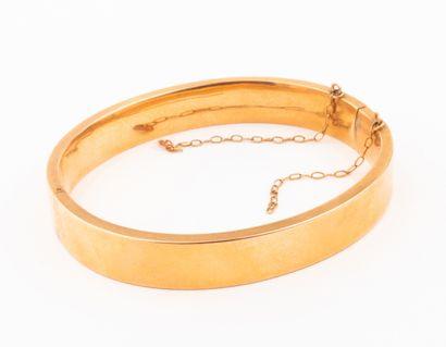 Bracelet bandeau ouvrant en or jaune rosé...