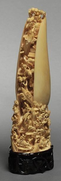 Mollusque en ivoire finement ciselé d'un...