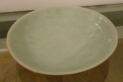 Assiette turquoise de type Celadon. Marque...