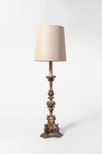 PIQUE-CIERGE monté en lampe à base tripode,...