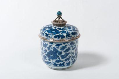 Bol couvert en porcelaine de Chine bleue...