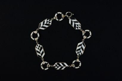 Bracelet Art Déco fait de motifs géométriques...