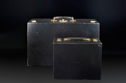 Malette de voyage en cuir noir comprenant...