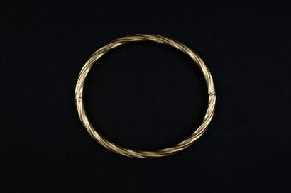 Bracelet jonc en or jaune 750 millièmes torsadé....