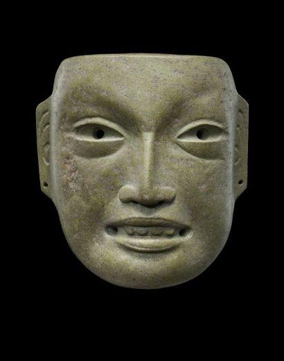 PORTRAIT D'UN SOUVERAIN OLMEQUE VERACRUZ<br>Masque en Jadéite-épidote vert pistache<br>Mexique 900 -