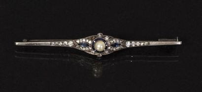 BIJOUX Epingle en or et argent sertie de roses et diamants taille ancienne. P : 7...