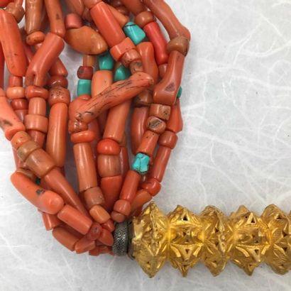 Collier (perles de corail) Rare collier en perles de corail, turquoise et fer niellé...