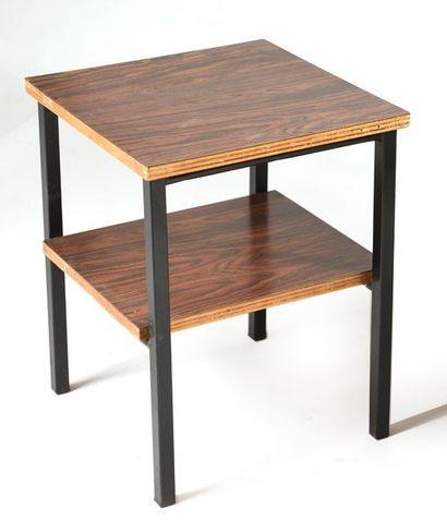 Attribué à Pierre GUARICHE (1926-1995) Bureau et deux chevets Un bureau plat en bois...