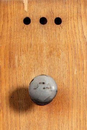 Attribué à Pierre GUARICHE (1926-1995) Paire de portes en placage de chêne blond...