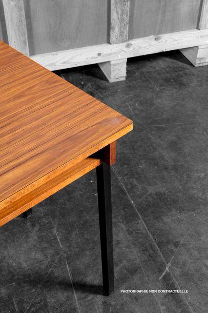 Attribué à Pierre GUARICHE (1926-1995) Deux bureaux plats sans tirroir en bois naturel,...