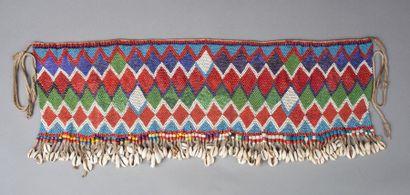 Cache sexe présentant un beau décor géométriser réalisé avec des perles de traites anciennes