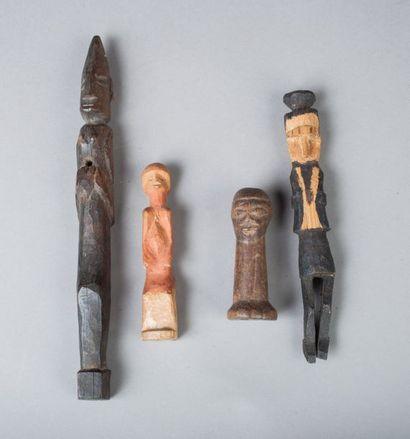 Ensemble de quatre statuettes en bois