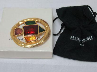 Hanoe MORI Broche en métal doré émaillée....