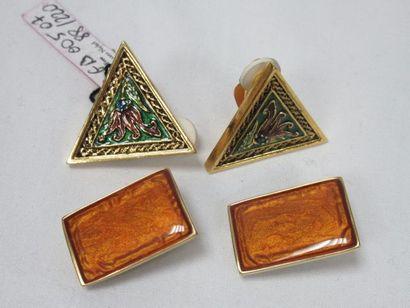 Lot de deux paires de clips en métal doré...