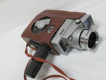 KODAK Caméra en métal et résine . Dans sa...