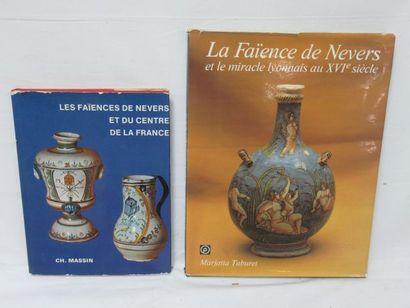 Lot de deux livres sur la faïence de Nev...