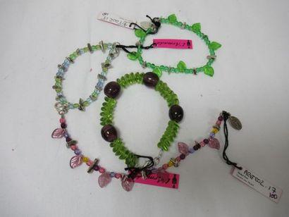 L'ARMADA Lot de 4 bracelets en métal et résine....