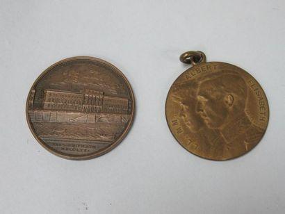 Lot de deux médailles en bronze. 3 cm