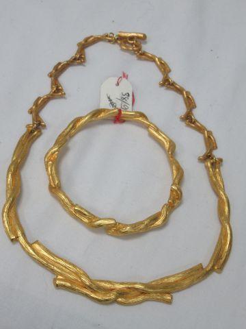 Lot de bijoux en métal doré comprenant un...
