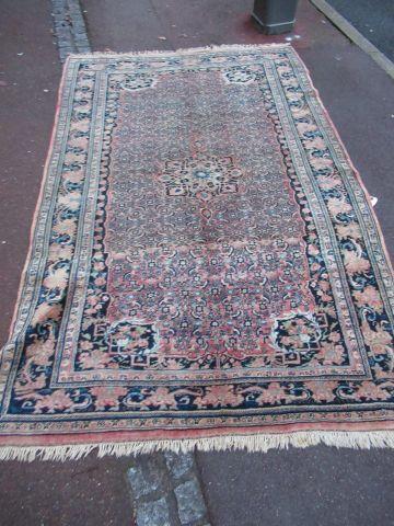 IRAN Ancien tapis Sarouk en laine, à décor...