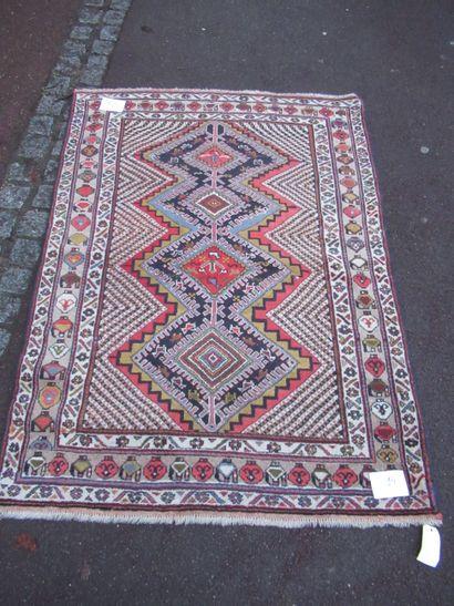 IRAN Ancien tapis Afchar en laine, à décor...
