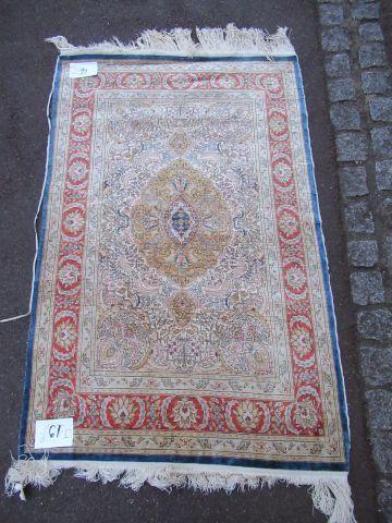 TURQUIE Très fin tapis Hereke en soie. Milieu...