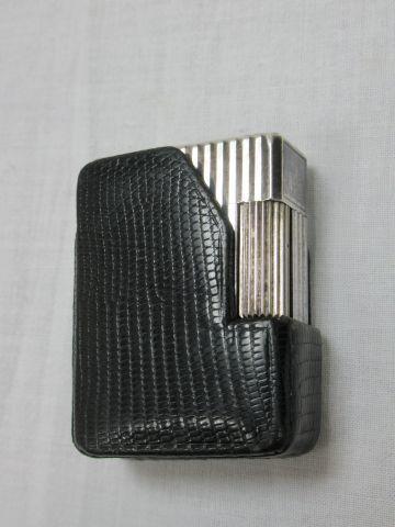 DUPONT Briquet en métal argenté. Haut.: 5...