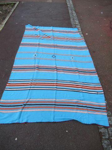 Lot de deux tapis kilims en laine polychrome....