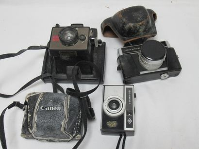 Lot d'appareils photos, comprenant un polaroïd...