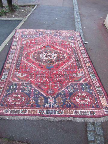 CHIRAZ Tapis en laine à décor géométrique...