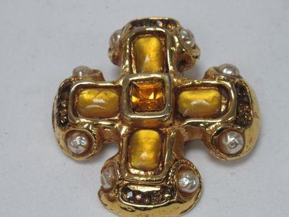 KALANGER (?) Broche en métal doré émaillé....