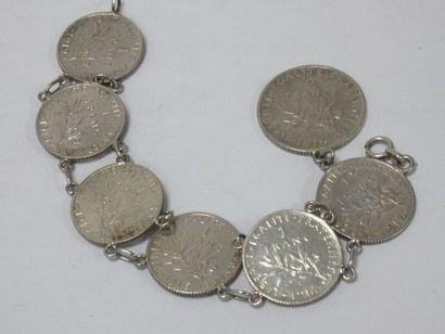 Bracelet en argent, orné de 7 pièces en argent...