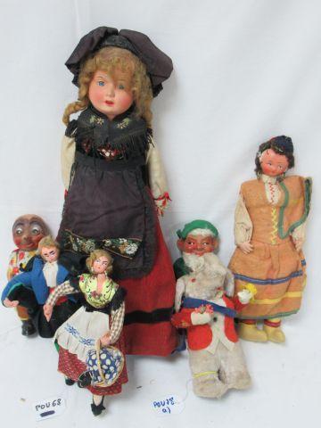 Lot de poupées folkloriques. 15-23 cm On...