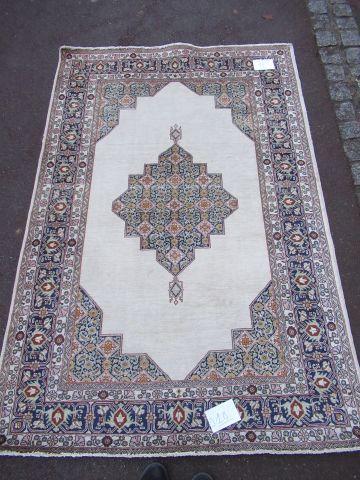 IRAN Fin tapis Ghoum, à décor géométrique...