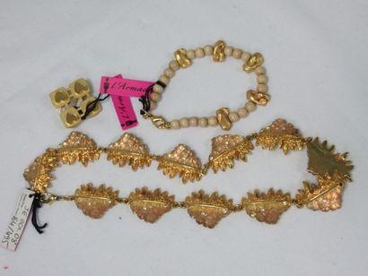 L'ARMADA Lot de bijoux fantaisie en métal...