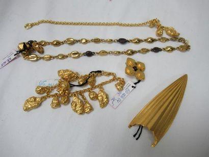 L'ARMADA Lot en métal doré, comprenant un...